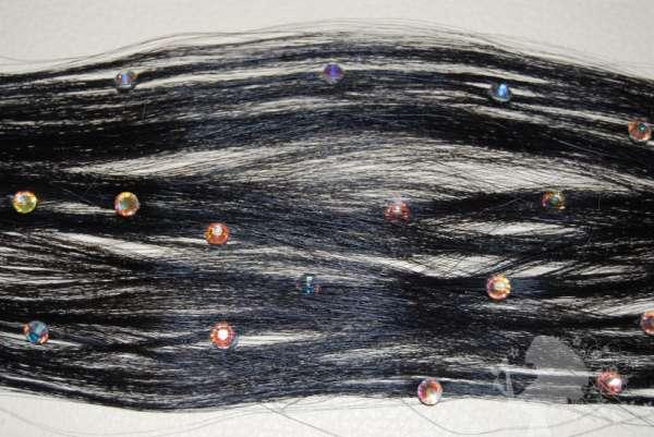 Прядь натуральных волос со стразами на кератиновых капсулах, 30 см.